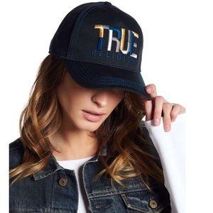 True Religion Embroidered Géo Name Baseball Cap